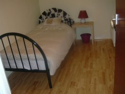 Single room offered in Crawley West Sussex United Kingdom for £400 p/m