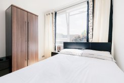 Double room offered in Roahampton London United Kingdom for £680 p/m