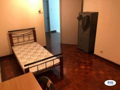 Room offered in Bandar kinrara Selangor Malaysia for RM500 p/m